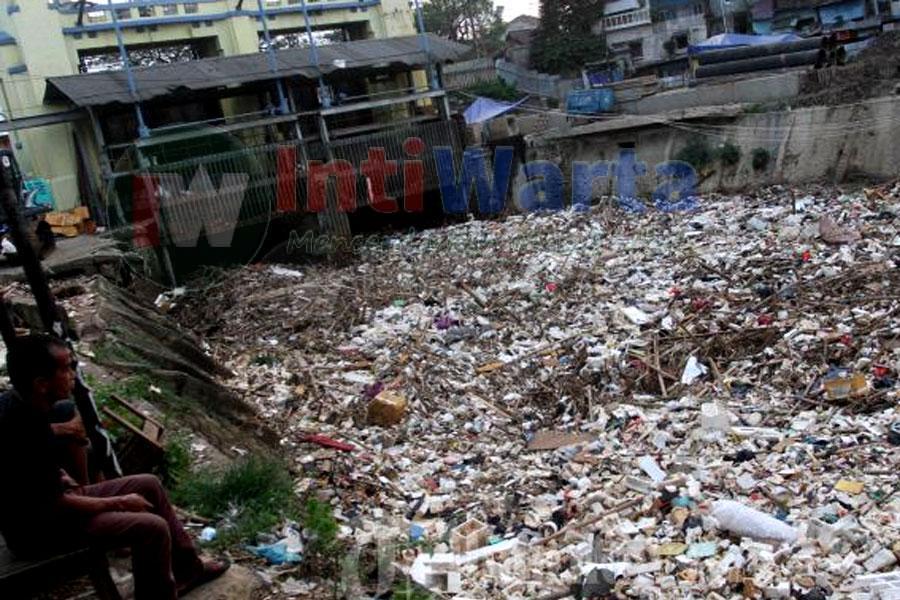 Limbah Domestik Dominasi Sampah Sungai Brantas