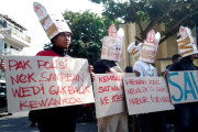 Hari Ibu, Pecinta Satwa Demo Polisi