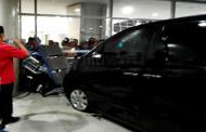 Alphard Nyelonong Di Juanda, 4 Orang Terluka