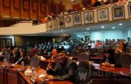 Rolling Anggota DPRD Surabaya Diwarnai Interupsi