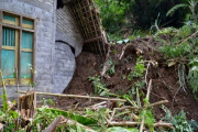 11 Rumah Tertimbun Longsor Di Lereng Bromo