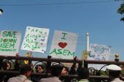 Pelajar Gresik Demo Gubernur Soal Pohon Asem