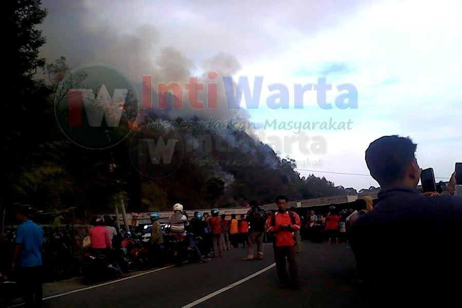 Cegah Api Merambat SAR Siaga Di Gunung Lawu