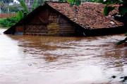Santri Lamongan Antisipasi Banjir