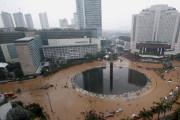 Waspada Hujan Deras Guyur Jakarta Minggu Sore