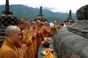 Ratusan Biksu Prosesi Asadha Di Borobudur