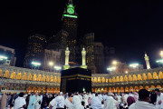 Mengapa Umat Islam Sholat Menghadap Ka'bah